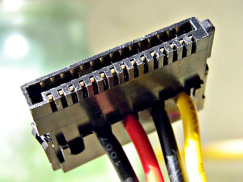 1) 15-контактный кабель питания Serial ATA. Сообщение от ОЛЕЖАТОR. А.